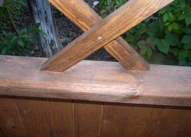 Пример установки деревянной решетки в беседке непосредственно в проем